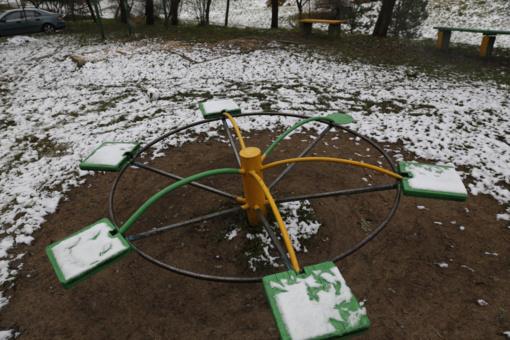 Orai bus nepastovūs: trumpai pasirodysiantį sniegą vėl keis lietus ir apniukusios dienos