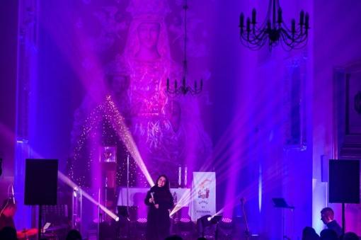 Muzikinis pasirodymas Nemenčinėje – giesmių ir šviesų virtinė