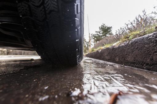 Pietų ir pietryčių Lietuvoje eismo sąlygas sunkina plikledis