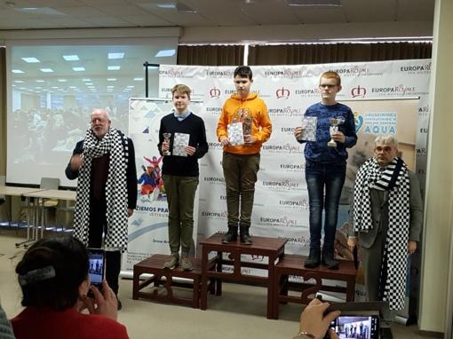 Jurbarko delegacija iš tarptautinio šachmatų turnyro grįžo su medaliais