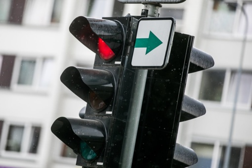 Į Varėnos sankryžas sugrįžta žaliosios rodyklės
