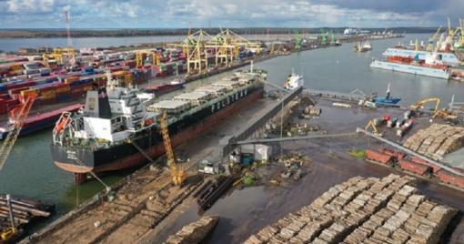Klaipėdos jūrų uoste besišvartuodamas laivas kliudė krantinę