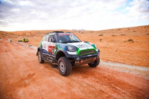 """Penktasis Dakaro etapas: """"Agrorodeo"""" komandai teko remontuoti automobilį trasoje"""