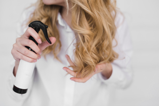 Turi žinoti visos moterys: ekspertė atskleidžia 5 dažniausias plaukų priežiūros klaidas