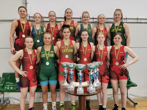 Šiaulių imtynininkės tapo čempionėmis visose šešiose olimpinėse svorio kategorijose