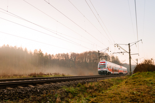 Moderni bilietų pardavimo sistema leis keliones geležinkeliu planuoti patogiau