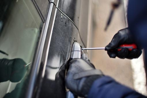 Kelmės rajone, įtariama, padegti du automobiliai, nuostolis – apie 15 tūkst. eurų