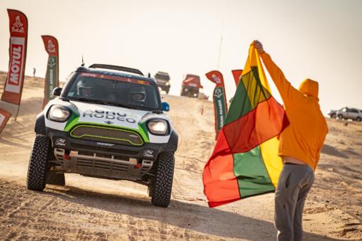 """Devintajame Dakaro etape """"Agrorodeo"""" komanda atvertė prancūzų automobilį (vaizdo rašas)"""