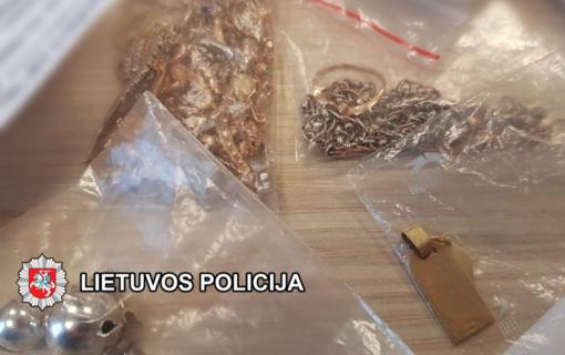 Mėnesiui suimtas klaipėdietis, iš gyvenamojo namo pagrobęs juvelyrinių dirbinių ir apie 10 tūkst. eurų