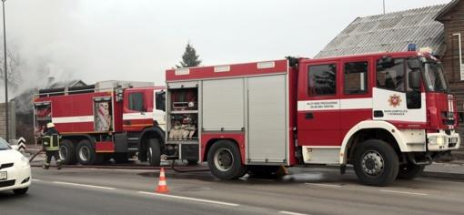 Ugniagesiai skubėjo į pagalbą vienišiems ligoniams