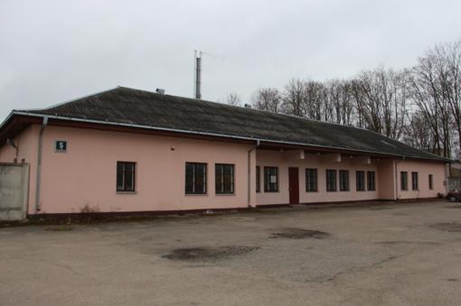 """AB """"Šiaulių energija"""" elektroniniame aukcione parduoda stalių dirbtuvių pastatą su priklausiniais ir įranga Rėkyvoje bei metalo laužą"""