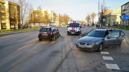 Šiauliuose susidūrė du automobiliai, nukentėjo vieno jų vairuotojas