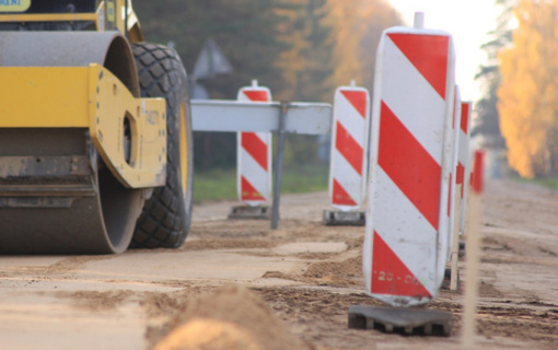 Pasirašytos 8 žvyrkelių asfaltavimo darbų sutartys