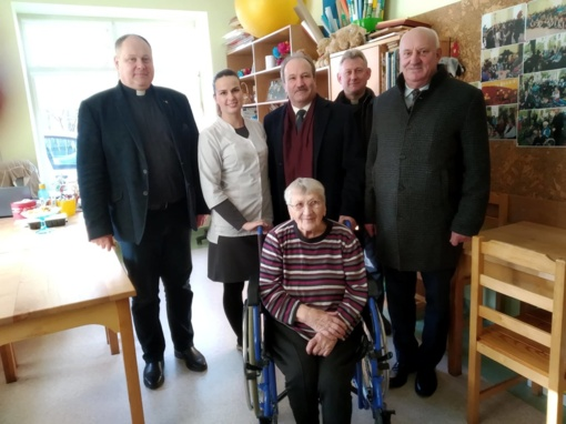 Šilutės savivaldybės vadovai lankėsi Skuodo globos namuose