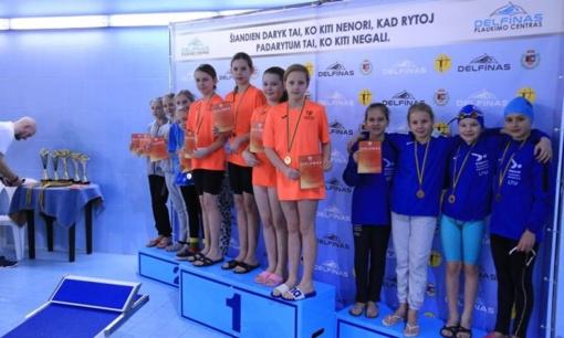 Varėnos plaukikės ir toliau skina medalius Lietuvos baseinuose