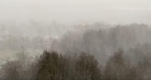 Gamtos šėlsmas sostinėje: žaibus ir griaustinį keitė kruša ir stipri pūga