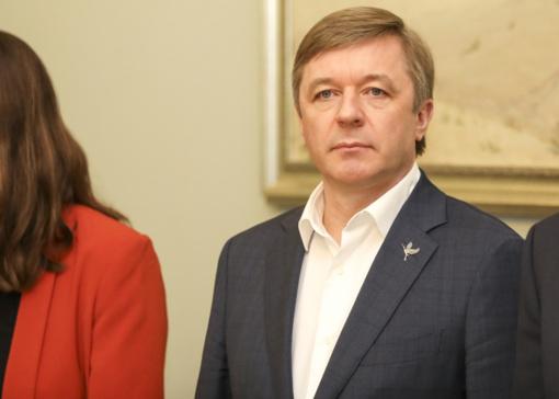 R. Karbauskis apie inicijuojamą apkaltos komisiją I. Rozovai: nematau problemos pasirašyti