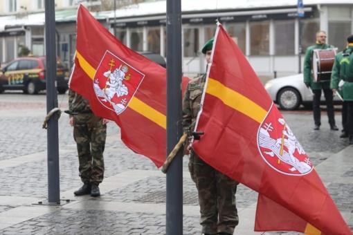 Švenčiant miesto gimtadienį Rotušės aikštėje iškils Vilniaus vėliavos