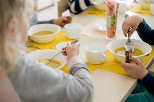 Mokyklų valgyklose diegia atsiskaitymą negrynaisiais – skatina vilniečių finansinį raštingumą