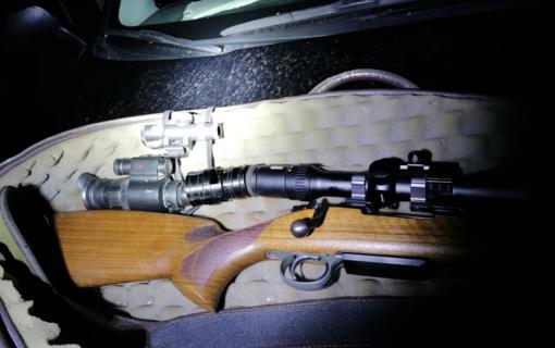 Šiurkščiais medžioklės taisyklių pažeidimais įtariami asmenys bandė klastoti medžioklės dokumentus