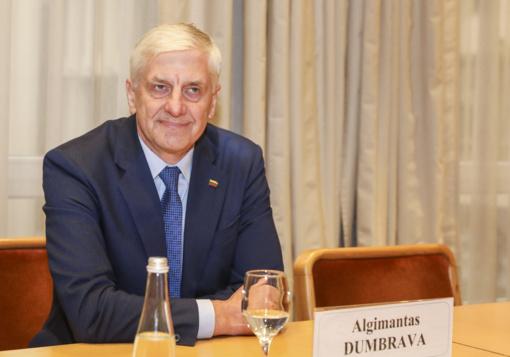 """Į """"valstiečių"""" frakciją ir partiją beldžiasi A. Dumbrava: prašymas jau parašytas"""
