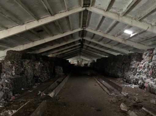 Prie Vilniaus esančioje apleistoje fermoje rastas nelegalus plastiko sandėlis