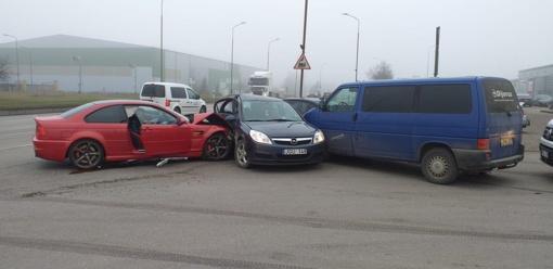 Šiaulių mieste susidūrė 4 automobiliai
