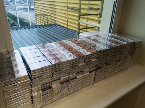 Šalčininkų rajono gyventoja krepšiuose iš Baltarusijos vežė 1000 pakelių cigarečių