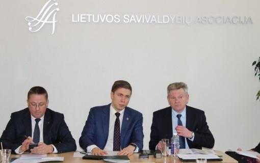Susisiekimo ministras: 2020 m. finansavimas kelių priežiūrai ir plėtrai savivaldybėse didės