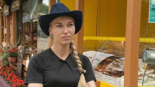 B. Navickaitė pateko į neįprastą situaciją: neturėdama automobilio gauna baudas