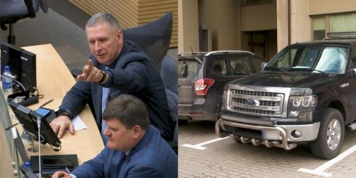 """Valstiečių ir žaliųjų atstovas Seime Audrys Šimas pasiaiškino dėl naujo galingo visureigio: """"Reikia privažiuoti, parinkti spanguolių pelkėje"""""""