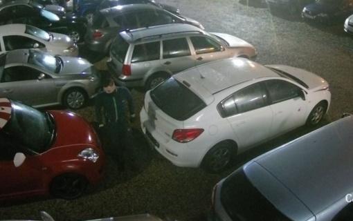 Tiriama automobilio dalių vagystė: gal atpažįstate šį asmenį? (vaizdo įrašas)