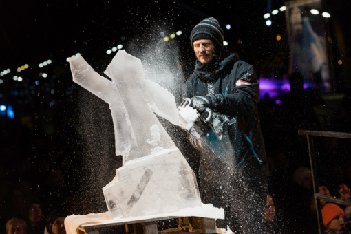 Pasiilgusiems žiemos – 70 tonų ledo: į Jelgavą kviečia 22 ledo skulptūrų festivalis