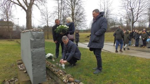 """Molėtuose – Holokausto aukų minėjimo akcija """"Mes prisimename"""""""