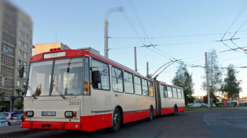 Sėlių gatvėje Vilniuje šiukšliavežis nutraukė troleibuso laidus