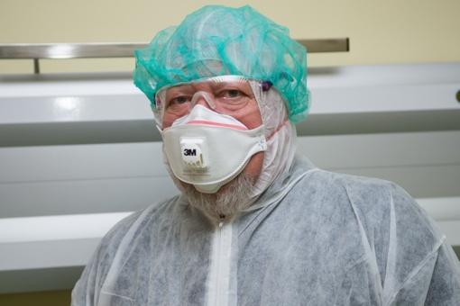 Kinijoje baigiamą įrengti ligoninę užsikrėtusiesiems koronavirusu kontroliuos kariuomenė