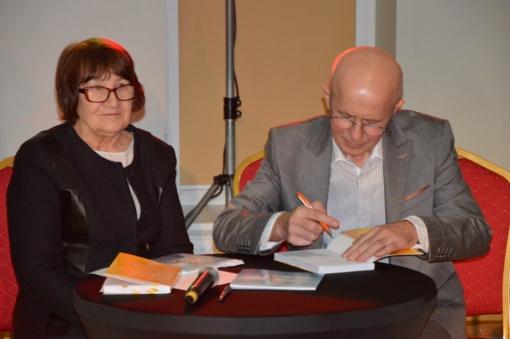 Į naujų knygų sutiktuves pakvietė brolis ir sesuo