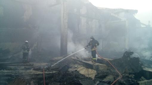 Šalčininkų rajone kilusiame gaisre sudegė vienas namas, dega dar trys pastatai