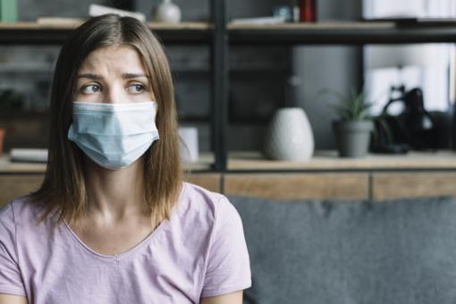Mažiausiai 10 asmenų japonų karantinuotame kruiziniame laive serga koronavirusu