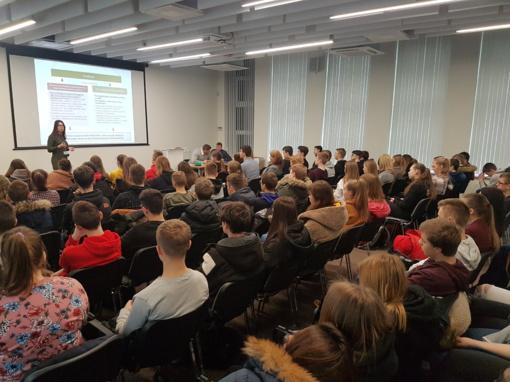 Susitikimuose su Panevėžio gimnazistais – apie pareigas, atsakomybes  ir jų teisių gynėjus