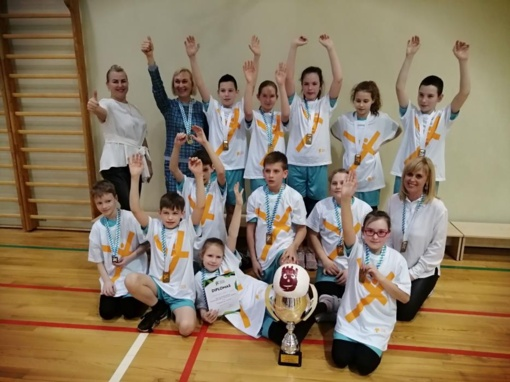 Ringaudų pradinės mokyklos kvadrato komanda – Lietuvos mokyklų žaidynių čempionė