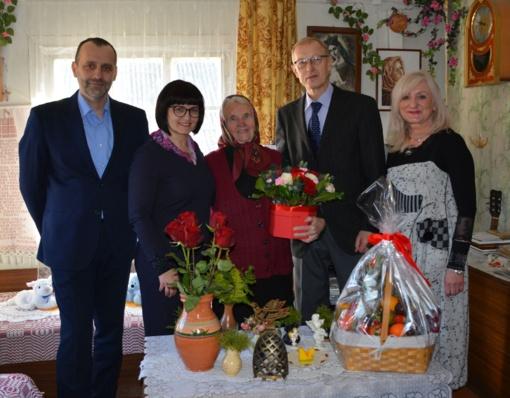 Jubiliejaus proga pasveikinta ilgametė Žiūrų folkloro ansamblio vadovė Marcelė Paulauskienė