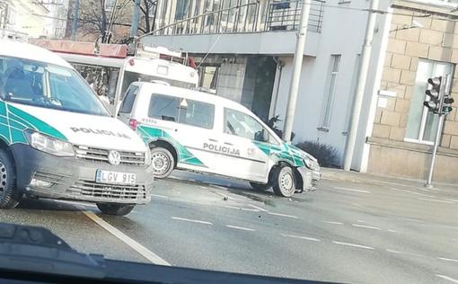 Vilniuje į avariją pateko policijos automobilis