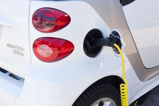 Už daugiau nei 1,4 mln. eurų bus įrengtos 56 elektromobilių įkrovimo stotelės