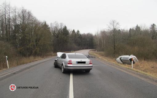 Raseinių rajone susidūrė automobiliai, sužeisti žmonės