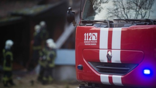 Mažeikių rajone kilo gaisras – dega namas