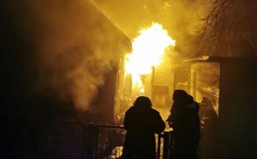 Naktį K. Baršausko gatvėje kilo gaisras – liepsnos kėsinosi į gyvenamąjį namą