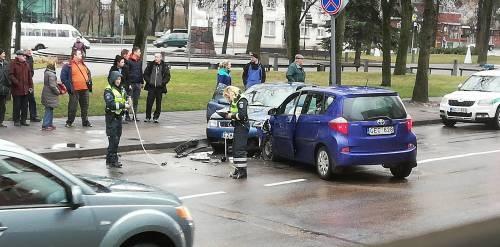 Anykščių mieste susidūrė du automobiliai