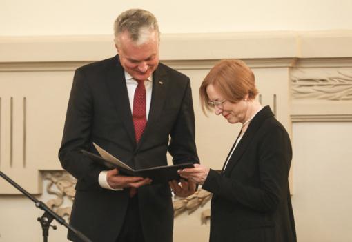 Prezidentas N. Laurinkienei įteikė Nacionalinę J. Basanavičiaus premiją