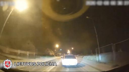 Girtų vairuotojų kaskadiniai triukai Kuršėnuose (vaizdo įrašas)